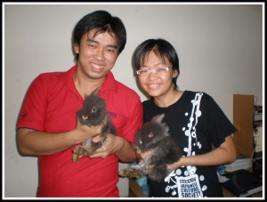 Papa Jon is holding Mocha while his gf is holding Mickybell